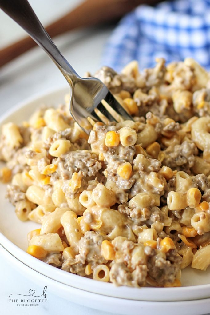 This Homemade Hamburger Helper is packed with the flavor we all know and love! Pasta and ground beef covered in a creamy, cheesy sauce.
